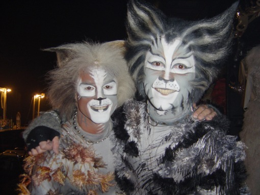 05 Apr-Athens Cats-Backstage - Lorry & JB#2